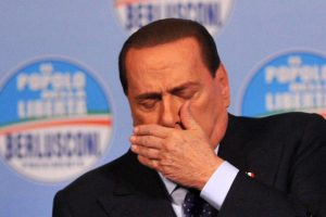 Berlusconi accusa un lieve malore dopo il comizio del Pdl a Roma. Nella foto un'espressione di Silvio Berlusconi mentre sembra accusare la fatica durante la presentazione dei candidati del PdL e apertura della campagna elettorale