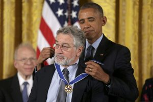 U.S. President Barack Obama awards the Presidential Medal of Freedom to actor Robert DeNiro in the East Room of the White House in Washington, U.S., November 22, 2016. REUTERS/Carlos Barria