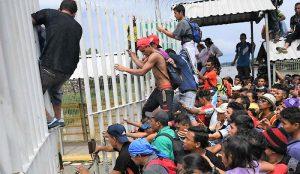 img800-carovana-di-migranti-primi-arrivi-alla-frontiera-usa--1